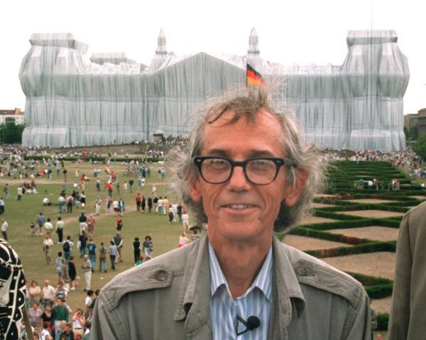 Verhüllter Reichstag zieht hunderttausende Besucher an