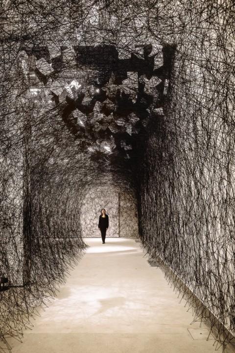 Chiharu-Shiota-A-Long-Day-Tenuta-Dello-Scompiglio-2014-©Photo-Guido-Mencari_2-480x720
