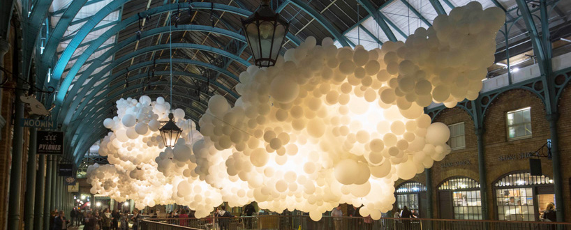 charles-petillon-heartbeat-100000-white-balloons-covent-garden-designboom-330