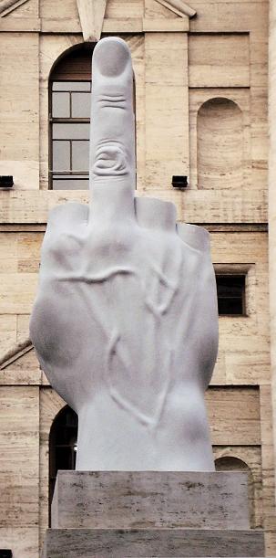 maurizio_cattelan_scultura_love