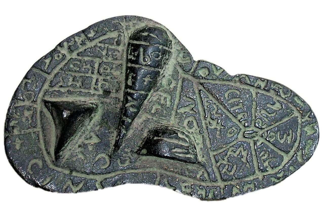 fegato di Piacenza bronzo risalente al I-II secolo a.C., misura 126 x 76 x 60 millimetri.