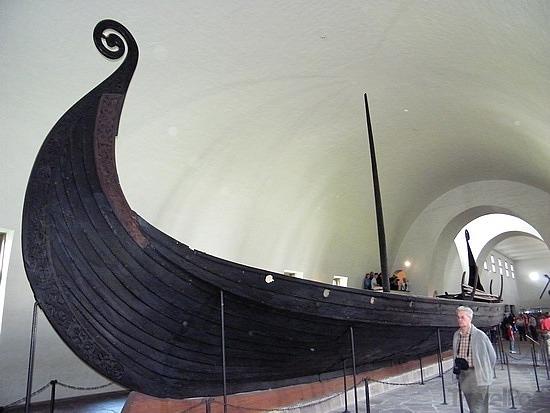oseberg-ship-in-the-viking-museum-oslo