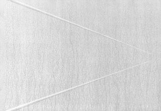 05_carlo_bernardini_superficie_virtuale_con_linee_di_luce-ombra_1996_pigmenti_in_polvere_acrilici_bianchi_e_fosforo_su_tavola_cm_h_70x100_in_luce_reale