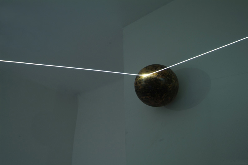 09-carlo-bernardini-orizzonte-degli-eventi-2007-fibre-ottiche-sfere-di-legno-tribali-mt-h-2x6x5-part-como-allarmi3-