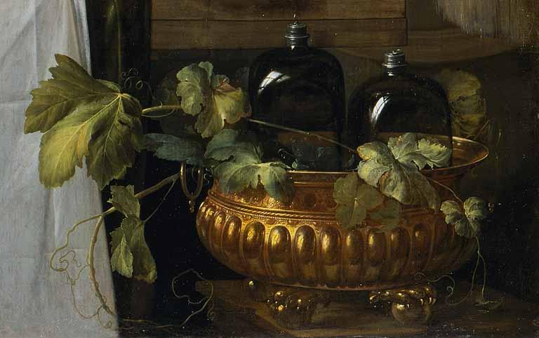 fruits-et-riche-vaisselle-sur-une-table-dettagio