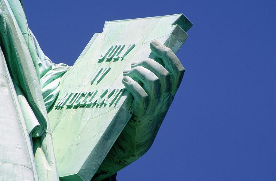 Risultati immagini per particolari statua della libertà