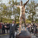 La storia della statua di Zlatan Ibrahimovic